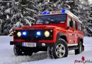 Tirol: Land Rover Defender der FF Mutters im Winter