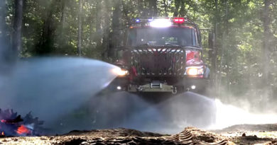 Bulldog Extreme 4×4 Firetruck in Action